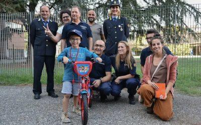 A 6 anni gli rubano la bici: la polizia locale gliela ricompra