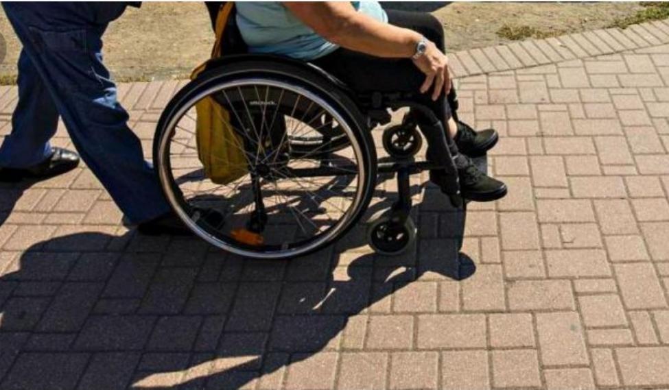 Serve uno scivolo per disabili, subito